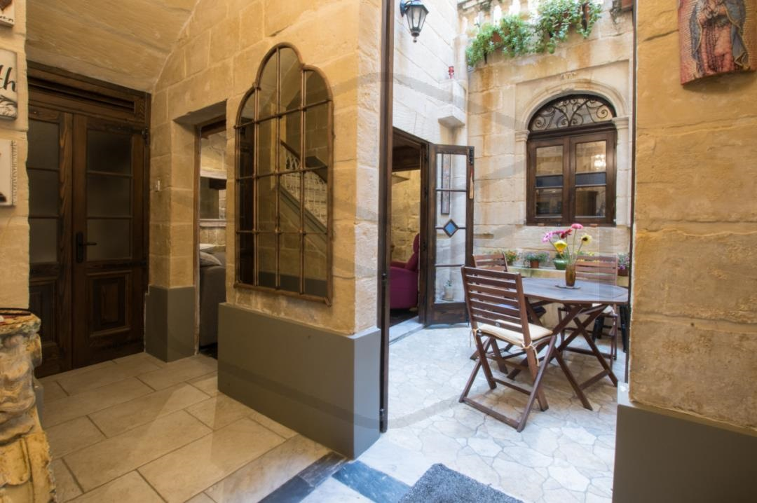 Townhouse-P000214386-Luqa