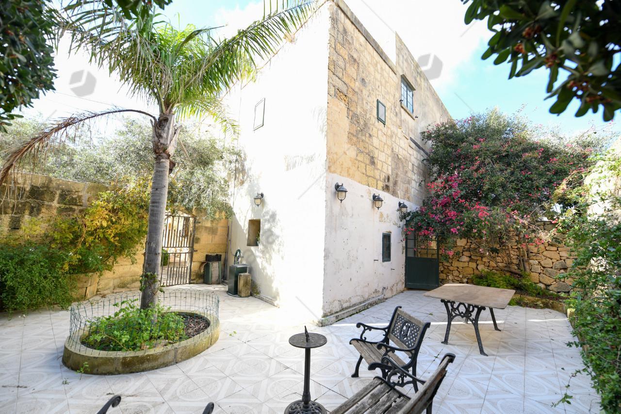 Farmhouse-P000218994-L-Gharb(Gozo)
