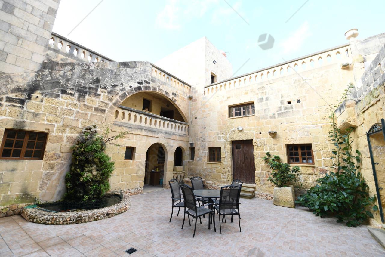 Farmhouse-P000218995-L-Gharb(Gozo)